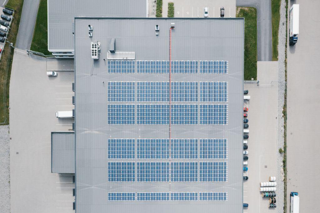 Berggård Amundsen lager med solceller