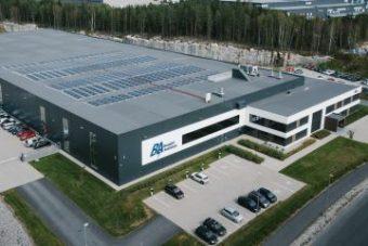 Lagerbygget til Berggård Amundsen med solceller på taket.